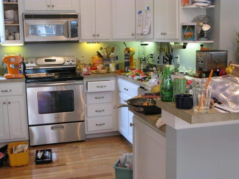 سخت بودن انجام امورات مربوط به آشپزی در حضور میهمانان